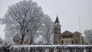 Valgmenighedskirken i sne